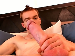 James Jamesson loves the feel of his hand on his blarney before he cums