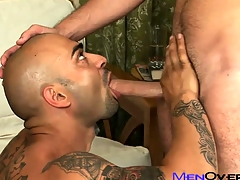 Aficionado tattooed Latino pounds his sexy lovers penurious gay ass on the vis-…-vis