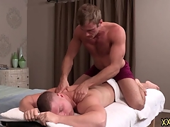 Tattooed hunk dude Blake keeps Brodie relaxed by giant him a perfect crowd massage. Blake tries Brodie constant cock down slay rub elbows with tone his throat.